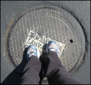 challenge1_manhole_myfeet_border